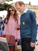 Elizabeth Hurley and James-Hervey Bathurst looking at produce on market stall