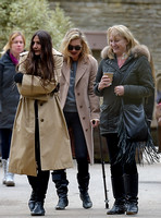 Kate Moss  on crutches