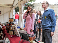 Elizabeth Hurley and James Hervey-Bathurst at produce stalls