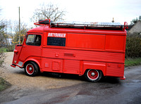 "red ""Dirty Burger"" Citroën H-Van entering Kate Moss's Cotswold home"