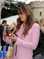Elizabeth Hurley at stall studying a spice jar
